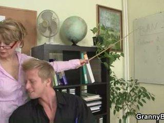 Äldre kontors basar forces honom fan henne hård