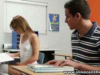 Innocent วัยรุ่น takes ควย ใน the classrom