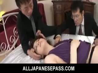 Rina koizumi het asiatiskapojke modell i sexig nylonstrumpor gets körd