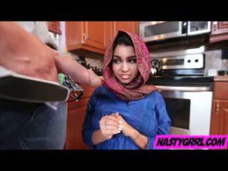 Hijab wearing muslim nastolatka ada creampied przez jej nowy mistrz